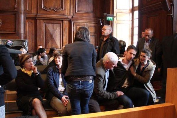 La famille de Pierre Nasica quelques instants après les aveux de Yacine Sid.