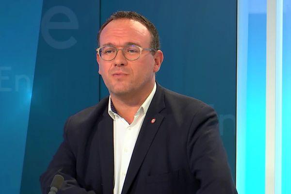 Damien Abad, le député de la cinquième circonscription de l'Ain et président du groupe les Républicains à l'Assemblée Nationale sur le plateau d'EntreDeux.
