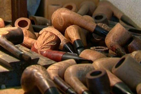 Entreprise du Patrimoine vivant. Fabrication de pipes en racine de bruyère, sculpture sur bois. Visite libre des ateliers samedi et dimanche de 10h à 12h et de 14h à 18h  Adresse : 58, av. G. Clemenceau