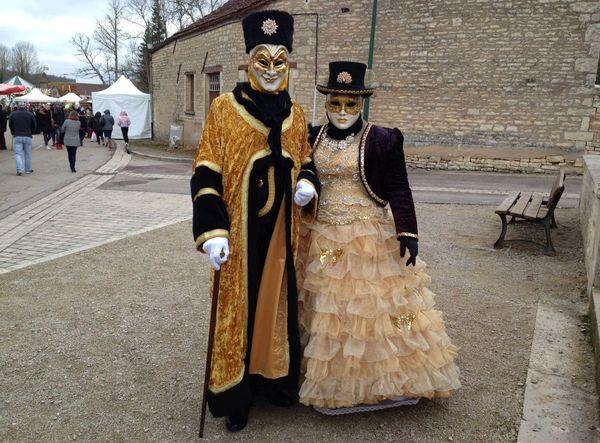 Des personnages costumés à la fête de Noël d'Argenteuil-sur-Armançon