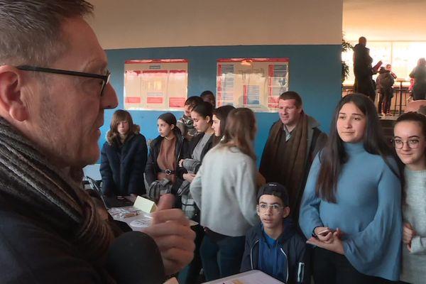 """Près de 700 collégiens et lycéens de l'académie de Besançon se sont retrouvés ce jeudi 23 janvier, à l'occasion de la première """"journée inter-cordées""""."""