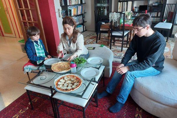 Il faudra attendre quelques semaines pour que la famille se retrouve. Rémy et Neslihan vivent désormais en Turquie.