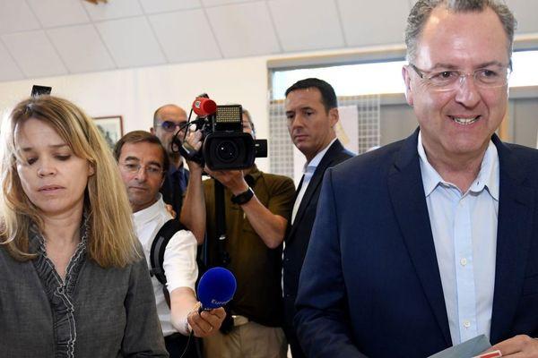 Sandrine Doucen et Richard Ferrand, en juin 2017 au vote du second tour des législatives.