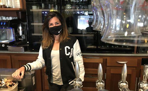 Constance Guéné patronne du bar-à-vin La Provence à Nantes
