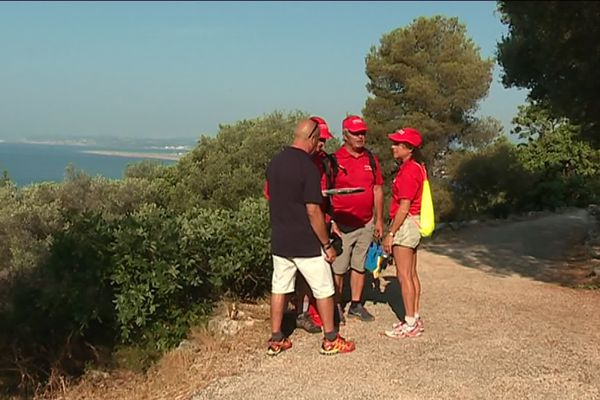 Les bénévoles de la fédération française de randonnée sur le sentier pédestre Lou Camin Nissart