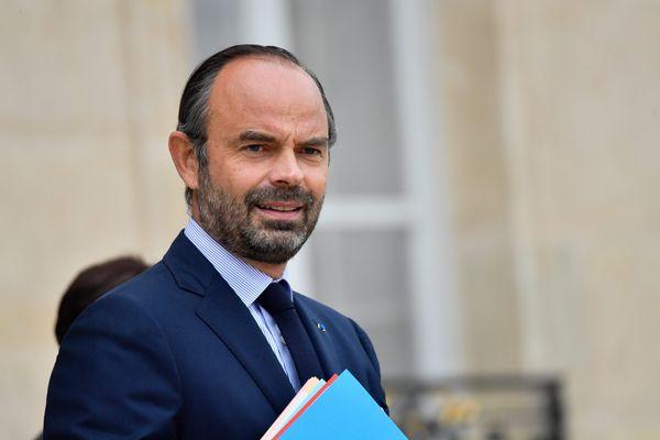"""Le Premier Ministre Edouard Philippe a annoncé, samedi 14 mars 2020, la fermeture de tous les lieux publics """"non indispensables"""" à la vie du pays."""