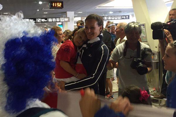 Mélina Robert-Michon a été chaleureusement accueillie à l'aéroport de Lyon Saint-Exupéry.