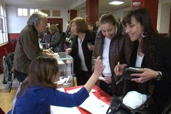 Les militants pendant le vote