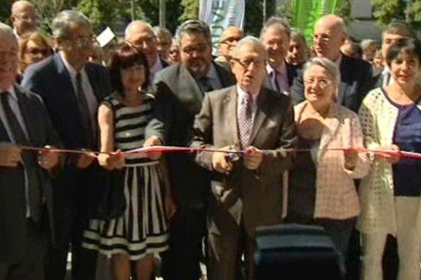 Le nouvel Hôtel de Région a été officiellement inauguré samedi à Clermont-Ferrand. Par le président Souchon et en présence du président de la région Rhône-Alpes. Les élus ont voulu se montrer rassurants quant à l'utilisation de ces nouveaux locaux après la fusion annoncée.
