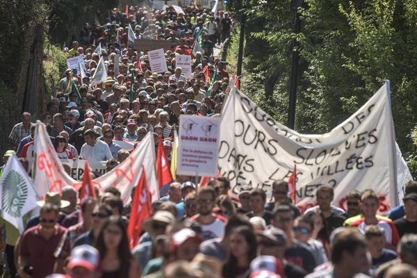 Des milliers de personnes avaient défilé à Ainsa, en Espagne, le 22 août dernier contre l'ours des Pyrénées.