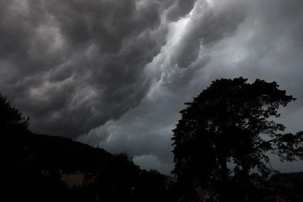 Des rafales de vent pouvant atteindre près de 100 km/h toucheront l'Île-de-France.