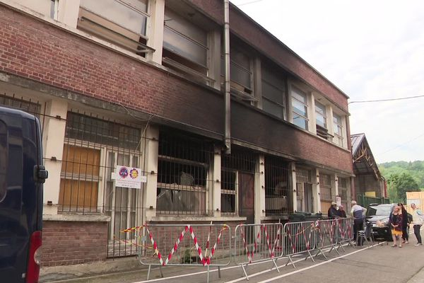 24 mai 2019-  Le bâtiment d'Elbeuf où a eu lieu l'incendie