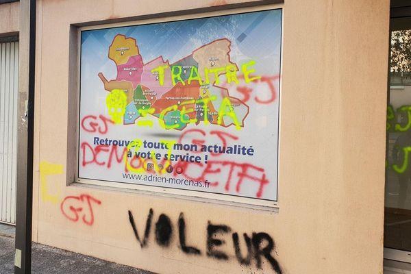 La permanence du député Adrien Morenas a été vandalisée à plusieurs reprises