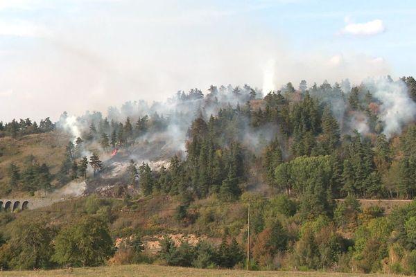 En Haute-Loire, un feu de végétation s'est déclenché dans la commune de Monastier-sur-Gazeille, ce vendredi 18 septembre.