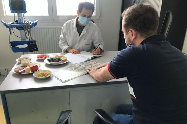 Le profil recherché pour participer à l'étude est un homme entre 25 et 55 ans, pesant plus de 73 kg et au tour de taille supérieur à 94 cm.