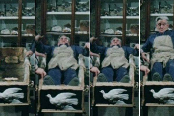 Pour le reportage, Monsieur Greffin s'est installé dans son cerceuil pour vérifier qu'il y serait bien installé