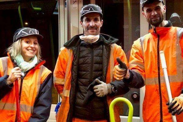 Élise, Afif et Hajji, l'équipe de nettoyage ONET à Tours