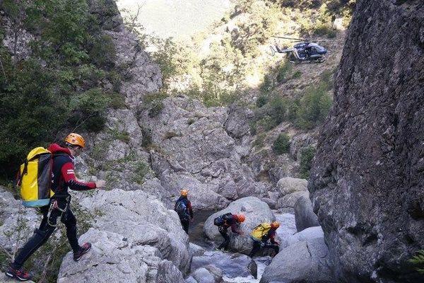 le Canyon de Soicu, lors de recherches des victimes. Au moment de l'accident, une vague de 3 mètres s'est formée et a surpris le groupe de 7 personnes