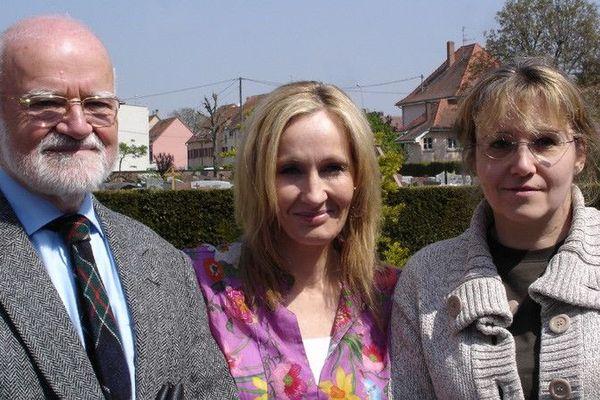 Après le tournage du documentaire, Véronique Muller et Guy Dirheimer du Cercle généalogique d'Alsace (CGA) n'ont eu que très peu de temps pour se photographier avec J.K. Rowling.