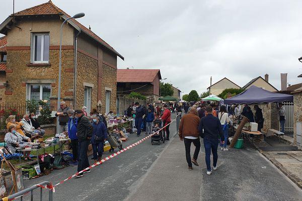 Les clients ont répondu présent pour cette première brocante à Lavannes (Marne)