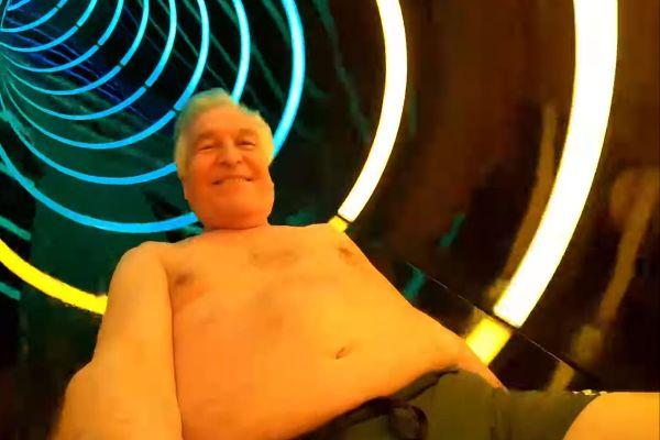 Le maire de Moulins, Pierre-André Périssol, s'est filmé en train de descendre un toboggan de la piscine de la ville. Il a publié cette vidéo.