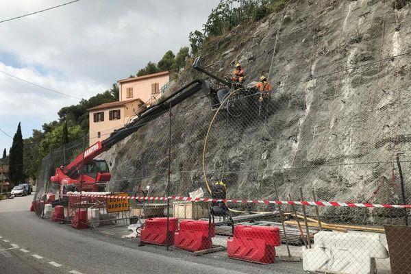A Menton, des travaux de sécurisation sont en cours sur RD2566 reliant Menton à Sospel.