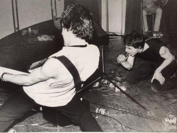 """La fameuse photo, extrait du livre """"ROK, 50 ans de musique électrifiée en Bretagne"""""""