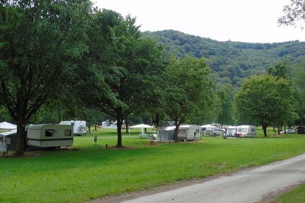 Dans la vallée de la Semois, le camping d'Haulmé est un des plus grands d'Europe.