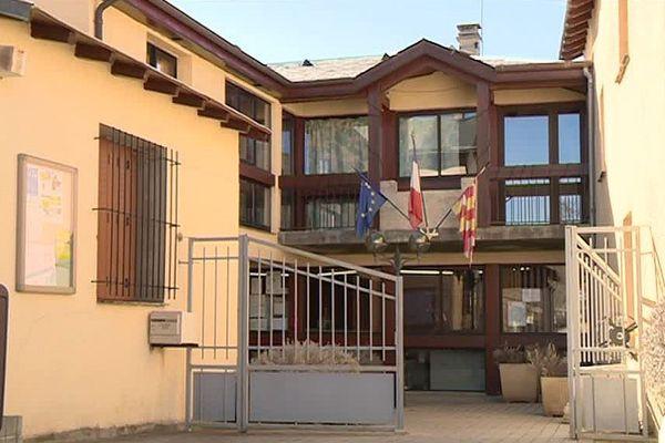 La mairie d'Estavar, en Cerdagne, fait partie des 205 communes catalanes qui ne pourront plus délivrer de carte d'identité.