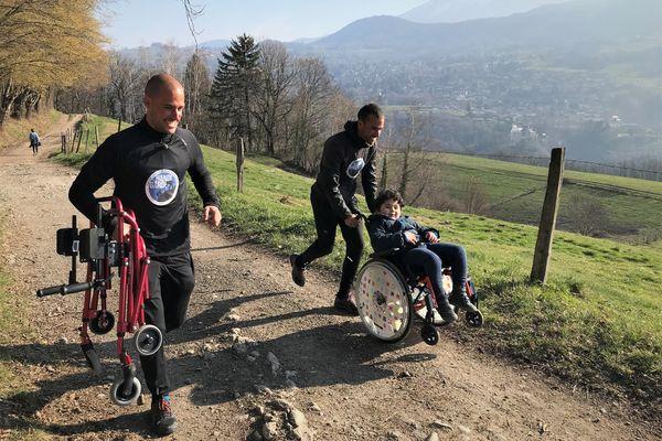 Marc et Robin Lamothe repoussent les limites du handicap pour les enfants et les adolescents dans la région grenobloise.