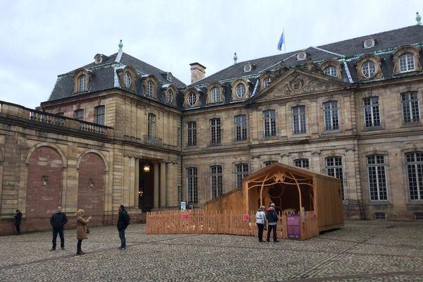 Une crèche vivante dans la cour du Palais des Rohans à Strasbourg, mais seulement les samedis et dimanches de 14h et 18h