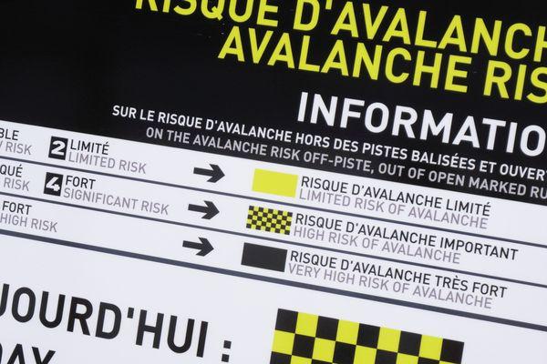 Le weekend des 26 et 27 janvier est marqué par un fort risque d'avalanche dans les massifs des Pyrénées-Orientales. Après d'importantes chutes de neige, la forte remontée des températures pourrait entraîner des départs d'avalanches.