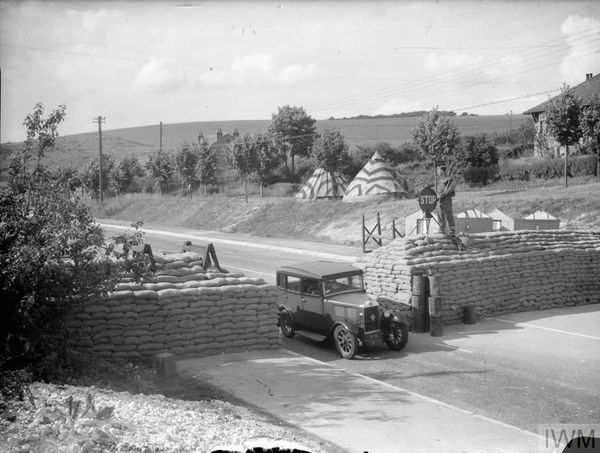 Des obstacles anti-chars, près de Brighton, dans le sud de l'Angleterre. La photo a été prise le 26 juin 1940.