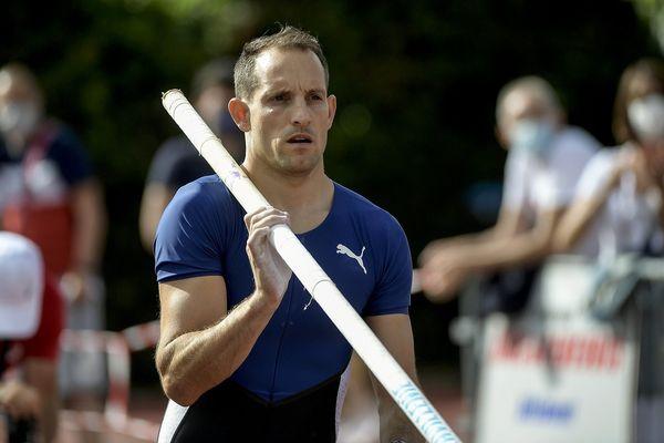 Le champion de Clermont-Ferrand Renaud Lavillenie s'est blessé à la cheville à quelques jours seulement des Jeux Olympiques, a-t-il annoncé ce dimanche 11 juillet.