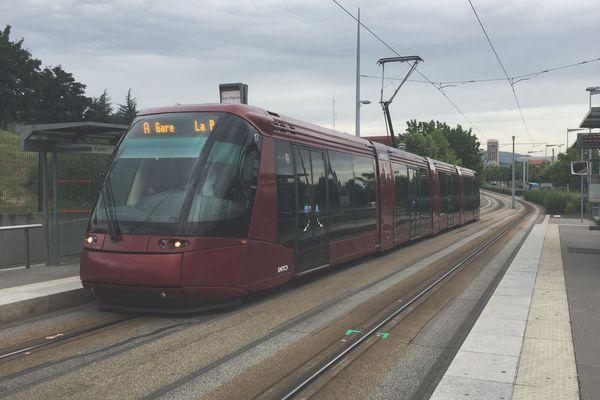 En raison de travaux, du 3 juillet au 27 août 2017, le tram ne circulera pas à Clermont-Ferrand.