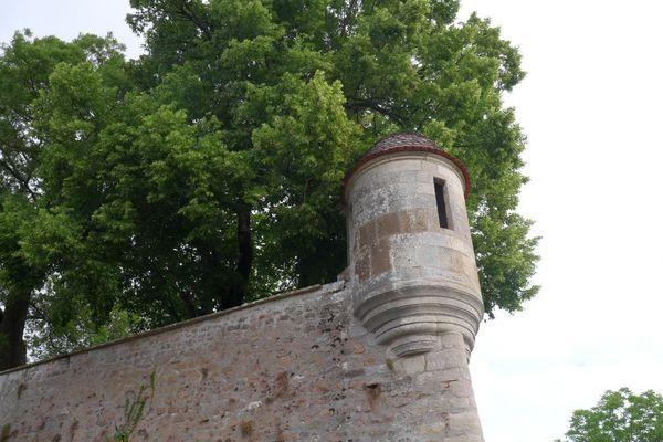 Une échauguette sur les remparts d'Avallon, dans l'Yonne.