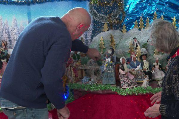 Tous les ans, Jean-Michel confectionne une crèche pour sa maman Marie-Louise. Chaque année, il change le décor et ajoute un santon.