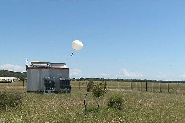 En Occitanie, c'est le site Météo France de Nîmes-Courbessac, créé en 1921 comme l'aérodrome, qui envoie des ballons sondes.