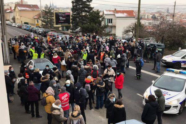 Lundi 11 janvier, à Clermont-Ferrand, une manifestation a rassemblé 300 salariés de l'ADAPEI.