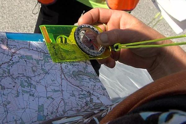Savoir s'orienter avec une boussole est essentiel avant de partir en randonnée