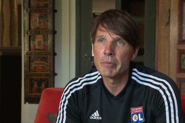 L'entraîneur des féminines de  l'Olympique Lyonnais est remplacé par Sonia Bompastor.
