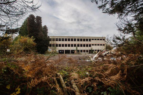 L'ancien lycée agricole de Saint-Georges-de-Reitembault, bientôt un lieu de vie pour Rod et Aurélie mais aussi une place culturelle pour les habitants