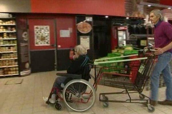 Le caddie pour handicapés inventé par Olivier Romanillos à Ruffec (16)