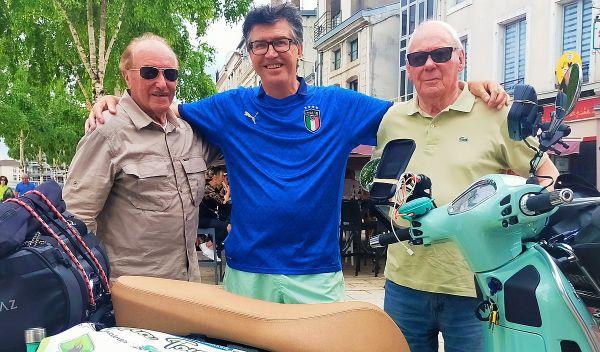 Avec Jacques et Antoine, deux passionnés de Vespa.