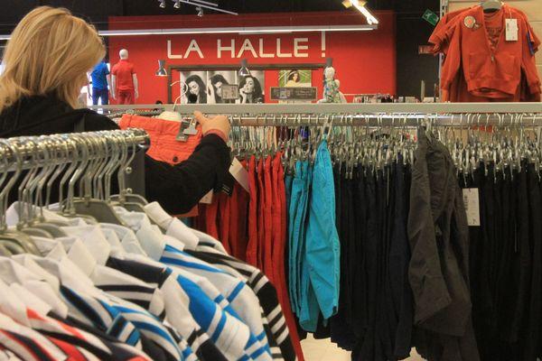 """En France, 1500 licenciements sont prévus dans l'enseigne """"La Halle"""""""