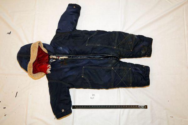 La veste bleue d'Artin Irannezhad, bébé de 15 mois dont le corps a été retrouvé au large de la Norvège.