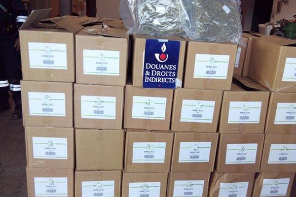 Les douaniers du Perthus ont découvert les 213 kilos de cannabis dissimulés parmi des herbes de provence.