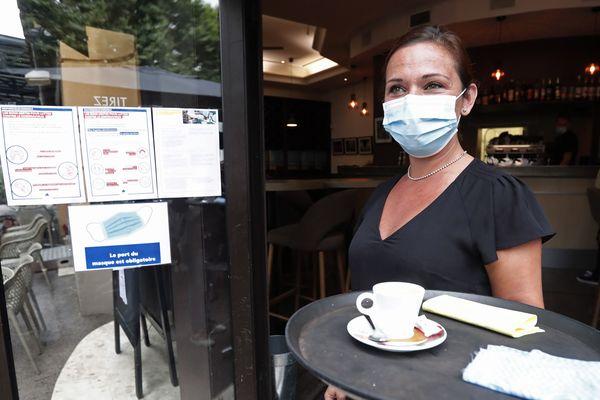 Depuis le 2 juin, les restaurants et les bars ont le doit de rouvrir. Mais ils doivent respecter les mesures sanitaires sous peine de fermeture. Dans le Puy-de-Dôme 4 établissements ont été épinglés. (Photo d'illustration)