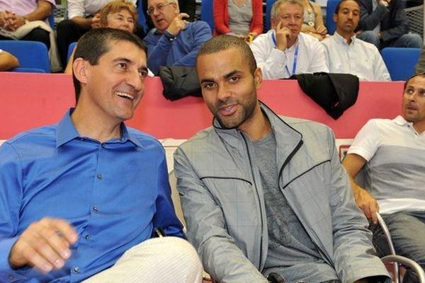 Jean-Pierre siutat, président de la fédération française de basket et Tony Parker, meneur de l'équipe nationale et joueur des Spurs de San Antonio