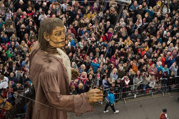 Le Géant de Royal de Luxe dans les rues de Liverpool, le 7 octobre 2018